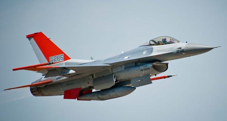 QF-16 Full-Scale Aerial Target raggiunge la Initial Operational Capability