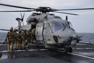 SH-90 e Boarding Teams del San Marco