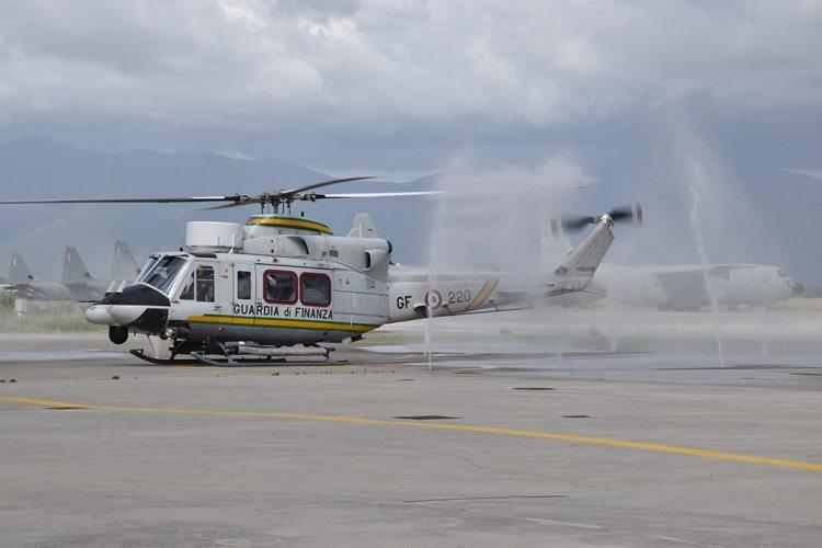Elicottero HH-412 al lavaggio anti-salsedine