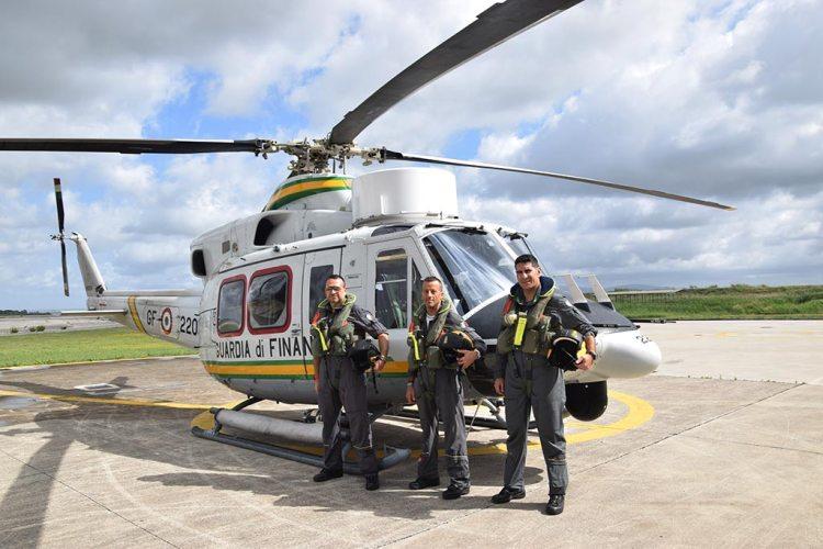 Equipaggio Volpe 220 elicottero HH-412 Guardia di Finanza