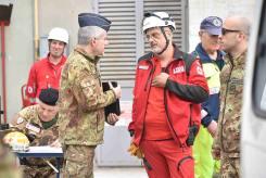 Il-colonnello-Gensini-coordina-le-attività-con-i-volontari