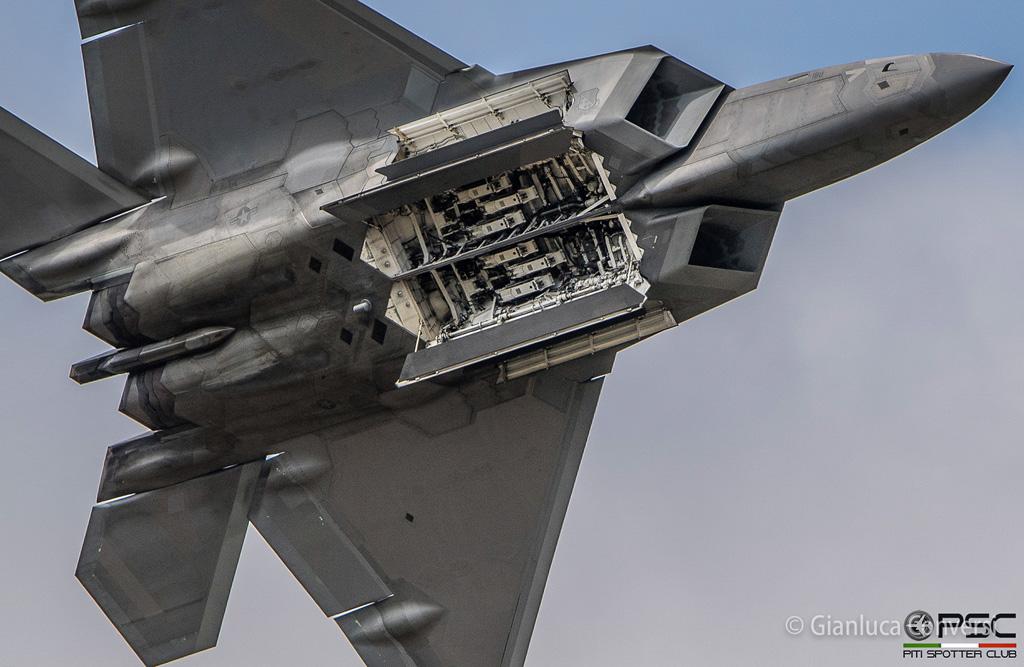 Aereo Da Caccia F 22 Raptor : Anni fa il primo volo del caccia stealth f a raptor