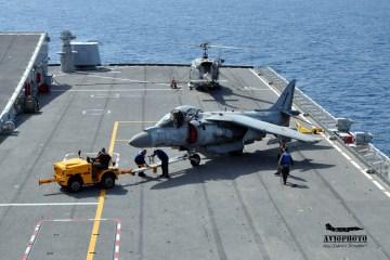 Harrier sul ponte di volo di Nave Cavour Marina Militare