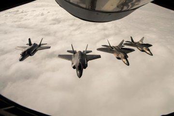 F-22 americani si addestrano con gli F-35 norvegesi