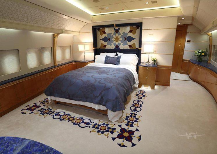 Interior-B747-8-Qatar-3