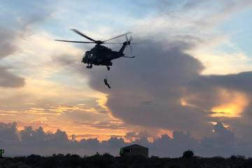 Elicottero SAR HH-139 HOVERING VICINO PARETE