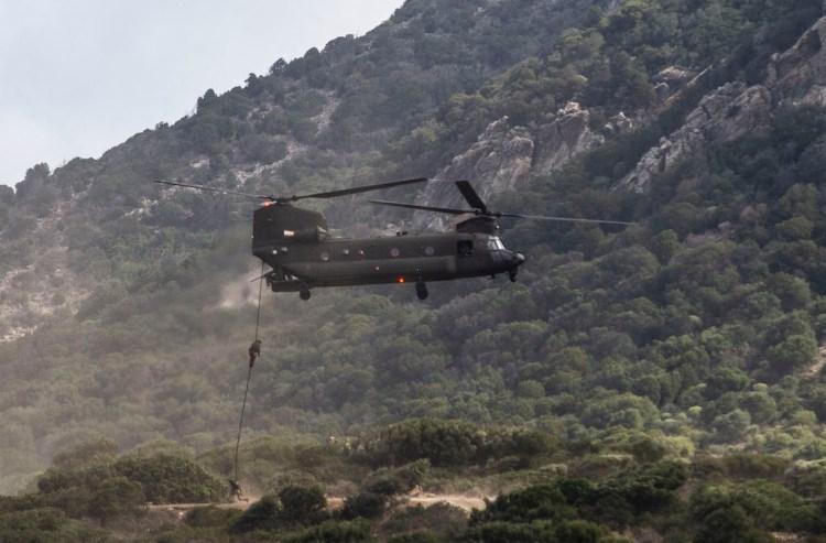 Inserzione-sniper-con-fast-rope da Chinook