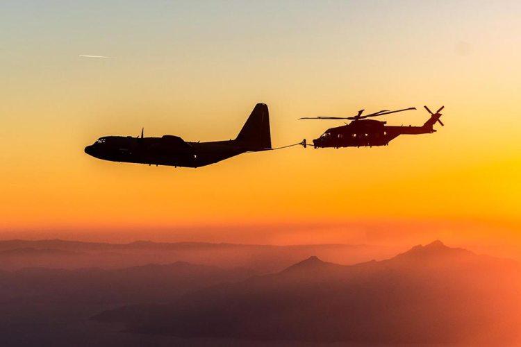 Rifornimento in volo KC-130J Hercules e HH-101A Caesar