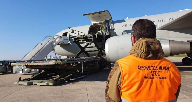 aerei aeronautica militare trasportano aiuti sanitari coronavirus