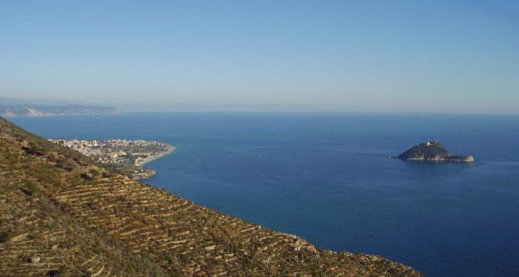 Racconti di volo: in Liguria volando su Spotorno con il parapendio