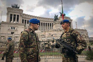 2---Il-Comandante-della-Brigata-Aeromobile-Friuli-durante-una-visita-al-personale-impiegato-in-Strade-Sicure