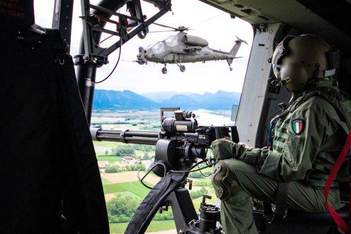 UH-90-e-AH-129-durante-esercitazione-kinetic