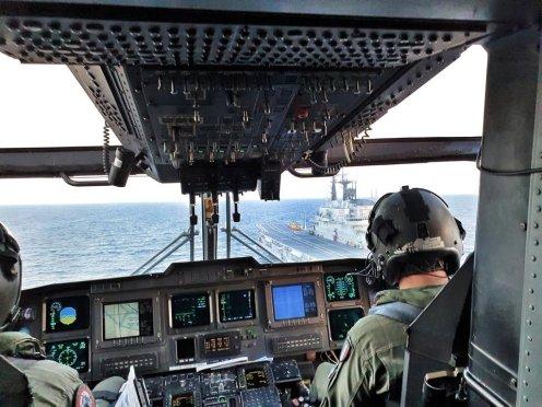 elicottero eh101 su nave garibaldi