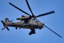 Foto-5-un-elicottrero-AH-129-in-fase-di-manovra-