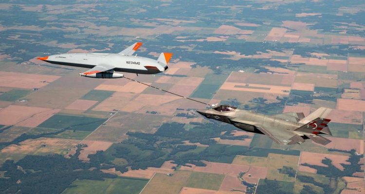 MQ-25A rifornimento in volo con F-35C