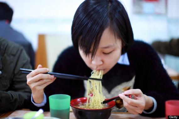 In Giappone fare rumore mentre si mangia tagliatelle dimostra che il cibo  delizioso