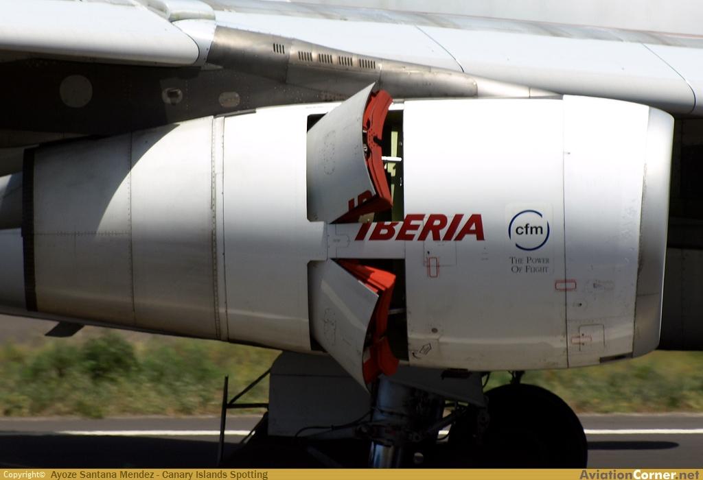 Reversa Pétalo de un Airbus A340-300 de Iberia