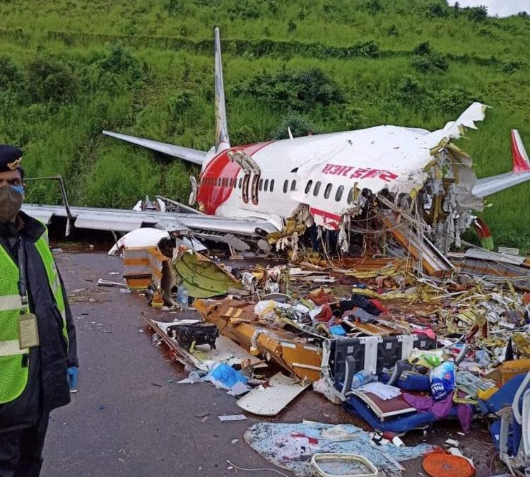 Indian B738 Crashes Killing 18