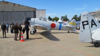 T-6 décoré comme un avion japonais et cockpit modifié pour faire penser au Zéro