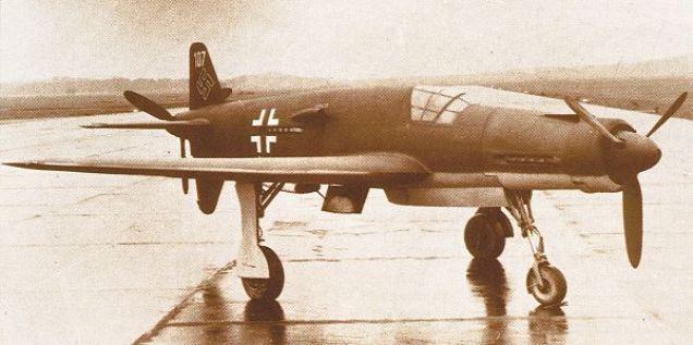 Le fameux Do 335 avec ses 2 hélices peut atteindre 770 km/h. Une vitesse incroyable pour un avion propulsé par desmoteurs à piston classiques. Il ne fut construit qu'en 38 exemplaires.