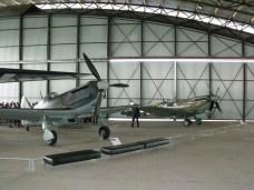 D.520 et Spitifre côte à côte.