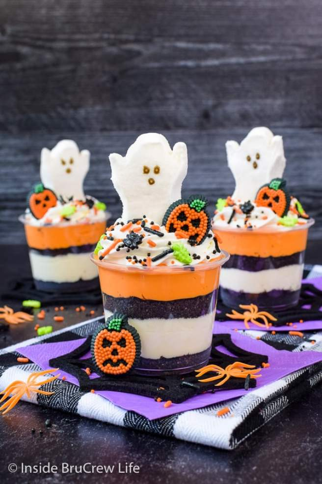 Halloween party food cheesecake ghosts