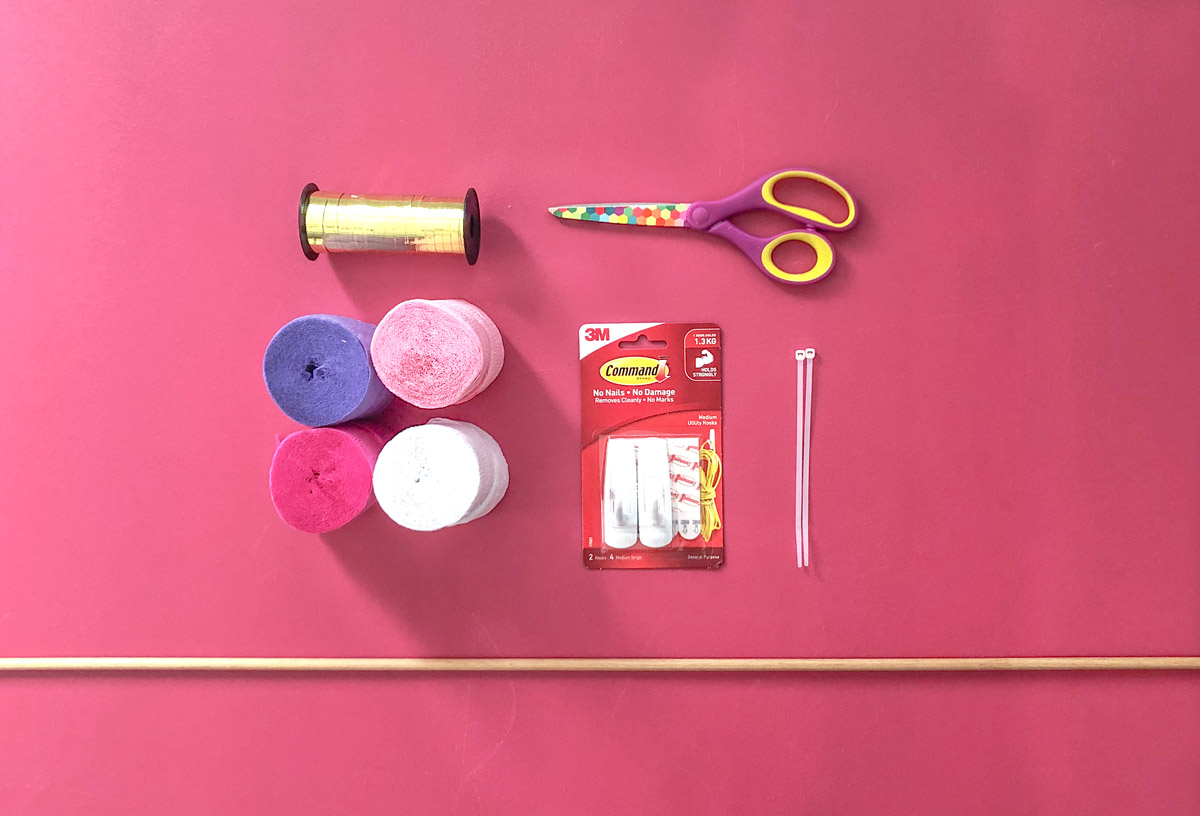 party streamer back drop supplies