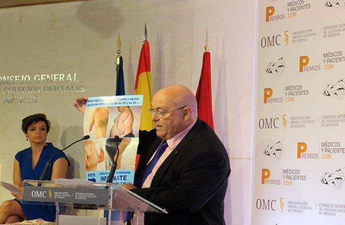 José Riquelme recoge premio del CGCOM a AVITE reconociendo lucha de la Asociación