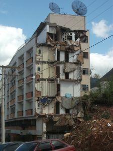 Prédio destruido em Nova Friburgo - RJ