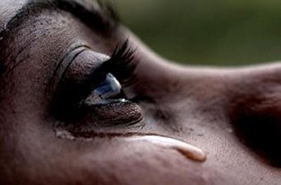 Resultado de imagen para mujer morena llorando
