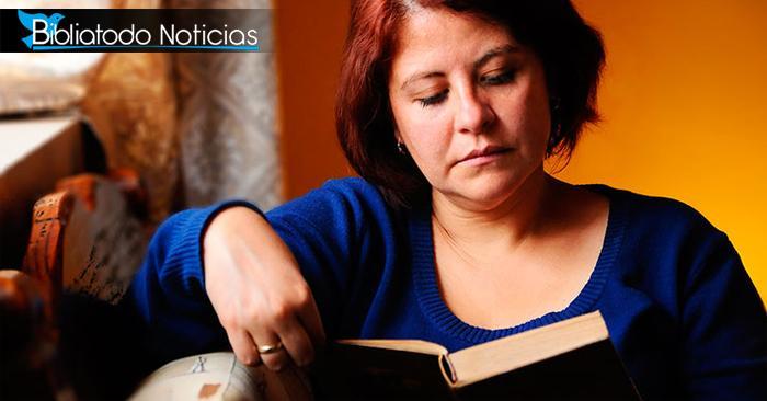 Sin saber, mujer fue guardada por Dios de un tiroteo mientras leía Biblia