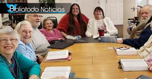 Anciana se convierte a Cristo luego de participar en estudios bíblicos y experimenta milagros