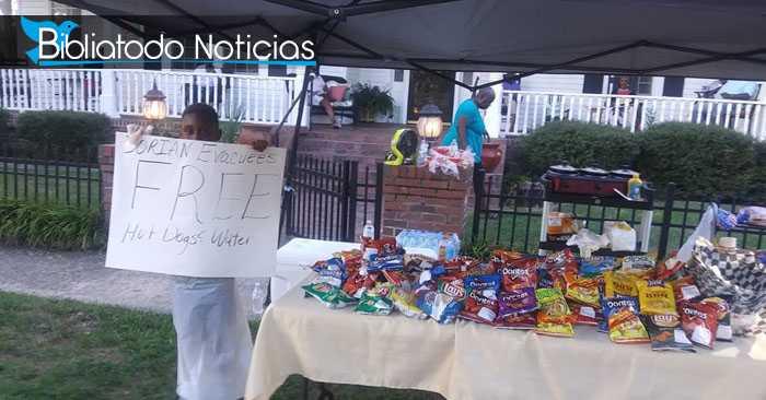 ¿Quieres que ore por tí? Niño sorprende a víctimas del huracán Dorian al donarle sus ahorros.