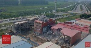 "La iglesia ""True Jesus Church"" mientras era destruida"