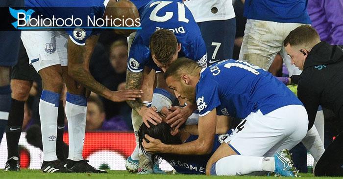 Futbolistas levantan oración tras grave lesión de un rival en medio del partido