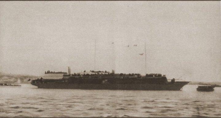 """Das wohl einzige Foto der """"Struma"""" im Hafen von Istanbul. © United States Holocaust Memorial Museum, c/o David Stoliar"""
