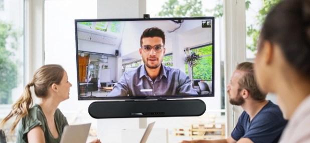 יאמהה השיקה ערכת שיתוף פעולה המבוססת על מקרן הקול החדש ESB-1080 עם מצלמת וידאו מבית האדלי, AVmaster