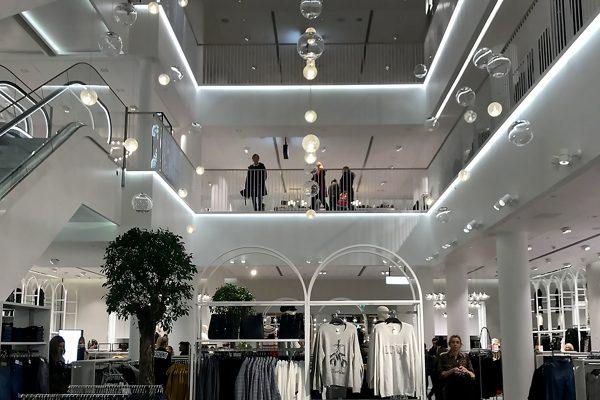 כך רישתה BOSE את חנות הדגל של H&M בנורבגיה המשתרעת על פני בניין שלם, AVmaster
