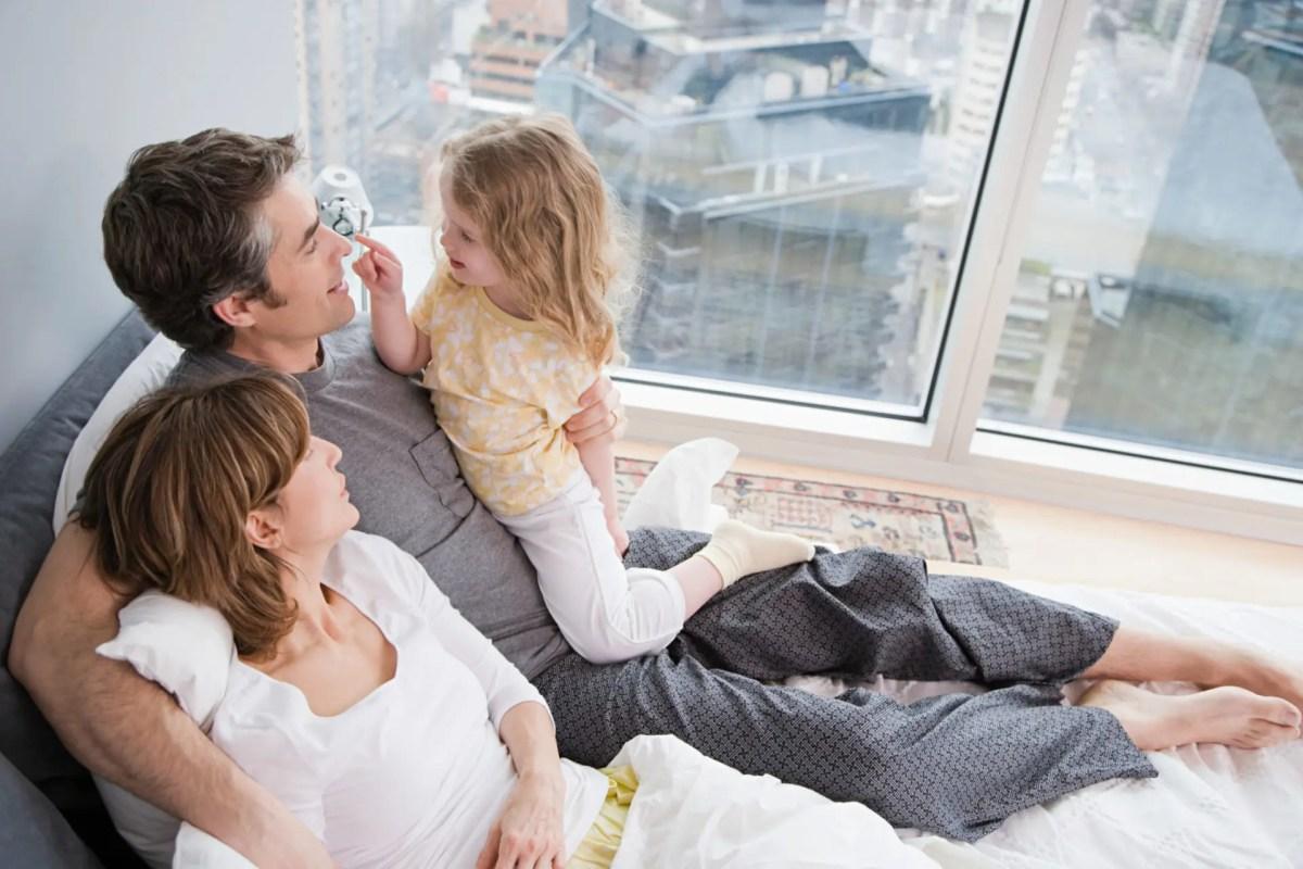 family in bed P3R3BYJ - Domaines d'expertises | Droit International et Européenne des Droits de l'Homme