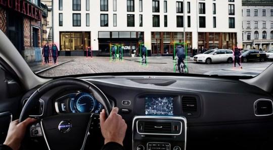 Volvov sistem prepoznavanja kolesarjev in zaviranja v sili: od sredine maja na voljo v modelih s številko 40 in več. Zares.