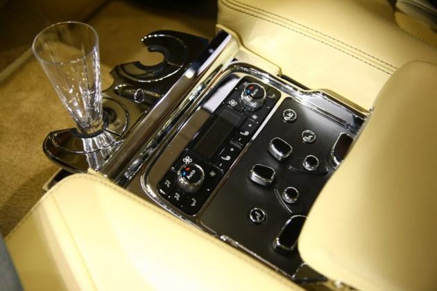 Bentley za voznika: slogan te znamke od začetka obstoja, a je tudi zadaj lahko prijetno.