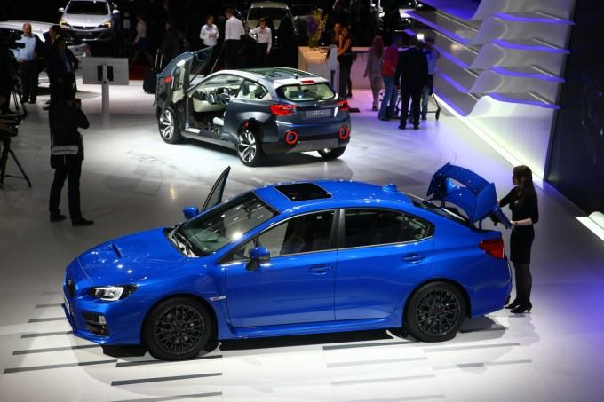 Subaru v Ženevi 2014: Viziv (zadaj), 'Vision for Innovation' za Subarujev prihajajoči mestni križanec; spredaj Impreza, mokre sanje dirk željnih mladcev.