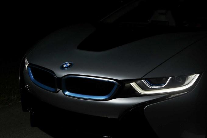 Laserska tehnika v BMW-ju i8 služi zgolj kot pomočnik dolgega snopa žarometov LED.