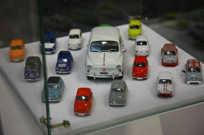 Gedl je tudi strasten zbiratelj avtomobilskih miniatur. Na posnetku je mala zbirka Fiatov 600 in Zastav 750, ki je le del kakih 800 kosov velike zbirke.