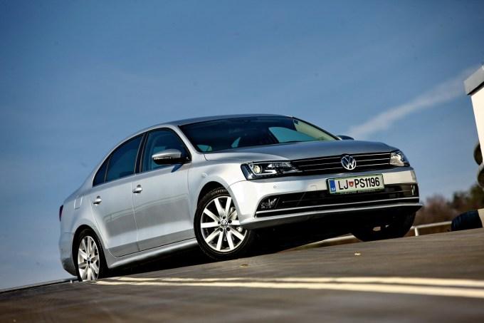 Volkswagen Jetta 2.0 TDI (110 kW) Sport: športen videz, športen položaj za volanom, športna motor in podvozje.