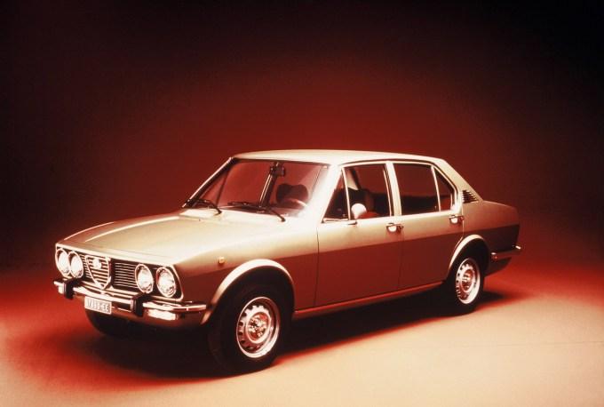 Alfa Romeo Alfetta, letnik 1975. Tudi pride skozi.