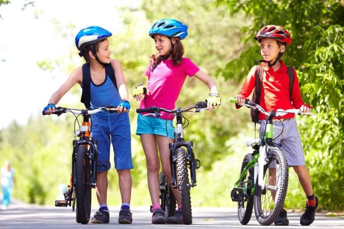 Razprava o čeladah za mlade kolesarje je zavila v smer, ki bolj spominja na politikantstvo kot pa na resnost razprave.