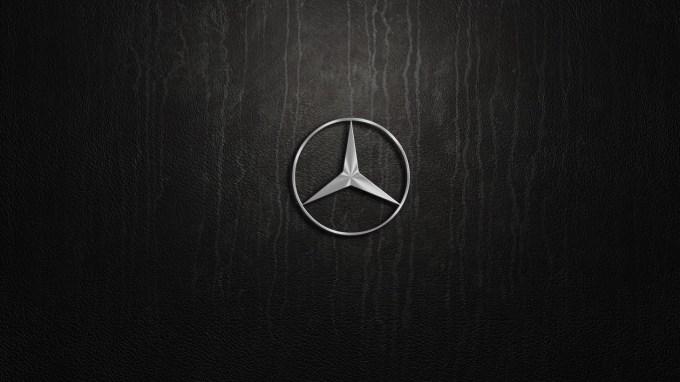 Ta hip kaže, da bo med premijskimi tovarnami lovoriko največjega v letu 2016 osvojil Mercedes-Benz, in sicer po dolgih enajstih letih.