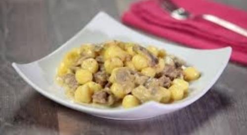 Gnocchi e sugo di salsiccia, ricetta da leccarsi i baffi!