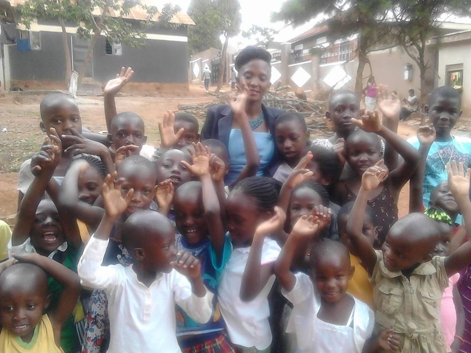kids waving with Brenda